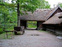 Cabina ecológica vieja en el parque de Skansen imagen de archivo