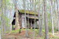 Cabina en bosque Fotos de archivo libres de regalías