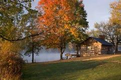 Cabina en el lago Foto de archivo libre de regalías