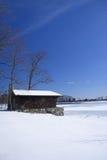 Cabina en el lago congelado imagen de archivo libre de regalías
