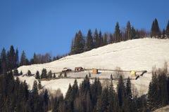Cabina en las montañas de la mañana Fotografía de archivo libre de regalías