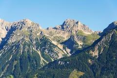 Cabina Guttenberghaus della montagna fra Eselstein e Sinabell in montagne di Dachstein Immagini Stock