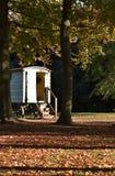 Cabina nel caravan d'annata di legni fotografia stock