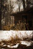 Cabina nella neve fotografie stock libere da diritti