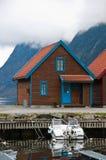 Cabina norvegese e la barca Immagini Stock Libere da Diritti