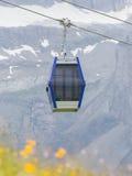 Cabina o coche del cable de la elevación de esquí Foto de archivo