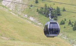 Cabina o coche del cable de la elevación de esquí Imagen de archivo libre de regalías