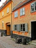 Cabina rossa e gialla svedese Fotografia Stock Libera da Diritti