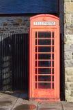 Cabina telefonica rossa Immagini Stock