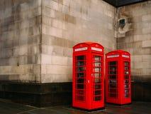 Cabina telefonica rossa BRITANNICA immagine stock