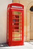 Cabina telefonica rossa britannica classica Immagini Stock Libere da Diritti