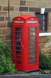 Cabina telefonica rossa tradizionale Fotografie Stock