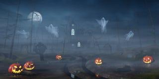 Cabina in una foresta di Halloween con le lanterne della zucca alla notte Fotografia Stock