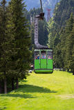Cabina verde della cabina di funivia Fotografia Stock Libera da Diritti