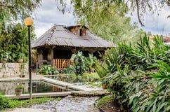 Cabina y jardín Fotos de archivo