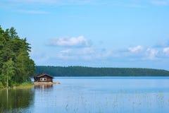 Cabina y lago Fotografía de archivo