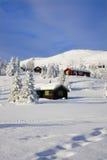 Cabinas blancas de la Navidad de la montaña Fotos de archivo