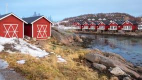 Cabinas de Rorbu en Stokmarknes, Vesteralen, Noruega fotografía de archivo libre de regalías