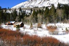 Cabinas en la nieve Fotos de archivo libres de regalías