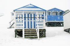 Cabinas en nieve que cae Foto de archivo libre de regalías