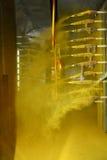Cabine automatizada do revestimento do pó na operação Imagem de Stock Royalty Free