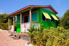Cabine colorée dans les Caraïbe Photographie stock libre de droits