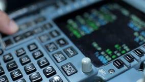 Cabine da cabina do piloto O interruptor piloto controla os aviões a320 video estoque