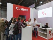 Cabine da empresa de Canon na ECO 2015, o comércio o maior s da eletrônica fotografia de stock royalty free