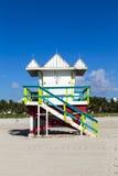 Cabine da salva-vidas na praia vazia, Imagens de Stock Royalty Free