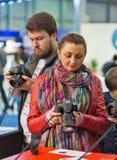 Cabine de Canon pendant l'ECO 2017 à Kiev, Ukraine Photos stock