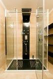 Cabine de cristal moderno de la ducha fotografía de archivo libre de regalías
