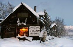 Cabine de log dans les wilds. l'Alaska, Etats-Unis photographie stock