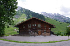 Cabine de madeira alpina Imagens de Stock