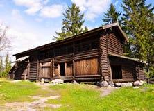 Cabine de madeira nas montanhas Fotografia de Stock Royalty Free