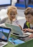 Cabine de Microsoft da visita das crianças durante ECO 2017 em Kiev, Ucrânia Imagens de Stock Royalty Free