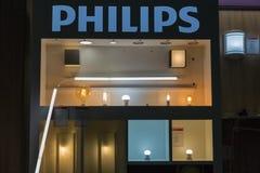 Cabine de Philips Lighting durante ECO 2017 em Kiev, Ucrânia fotos de stock royalty free