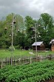 Cabine de registro com as casas do pássaro de Gord. Imagem de Stock Royalty Free