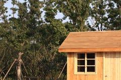 Cabine de registro por árvores Fotos de Stock Royalty Free