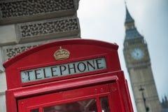 Cabine de téléphone à Londres Photographie stock libre de droits