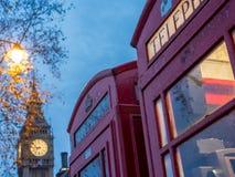 Cabine de téléphone britannique avec Big Ben à l'arrière-plan - 2 Photographie stock