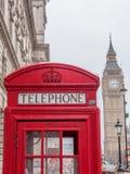 Cabine de téléphone britannique traditionnelle avec Big Ben - 9 Photo libre de droits