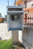 Cabine de téléphone en Grèce Images libres de droits