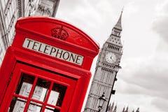 Cabine de téléphone Londres, R-U photographie stock libre de droits