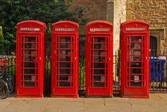 Cabine de telefone quatro vermelha britânica imagens de stock