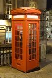 Cabine de telefone velha em Porto foto de stock