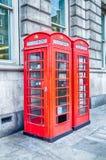 Cabine de telefone vermelha britânica clássica em Londres Fotografia de Stock Royalty Free