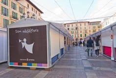 Cabine del mercato di sindaco Christmas della plaza Immagine Stock