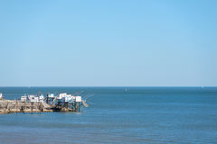 Cabine del pescatore alla costa Immagini Stock Libere da Diritti