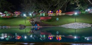 Cabine dell'hotel Soroa riflesse nella piscina Fotografia Stock Libera da Diritti