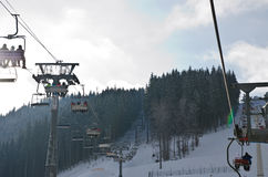 Gondola dello sci nel disegno del fumetto della neve di for Cielo ventoso camper e noleggio di cabine